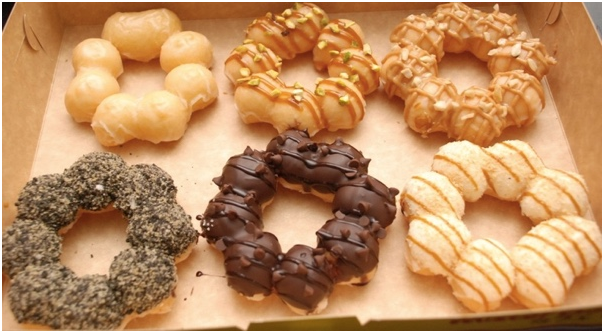 Mesin-Pembuat-Donut-Bentuk-Flower-listrik-2-maksindobali (2)